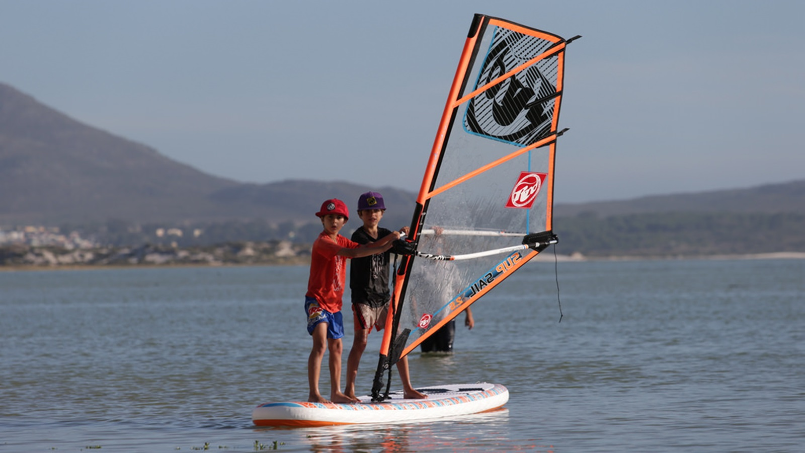 kids-windsurfing